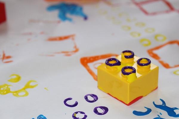 maman nougatine peindre avec des lego maman nougatine. Black Bedroom Furniture Sets. Home Design Ideas