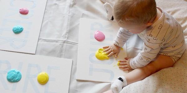 maman nougatine peindre avec du yaourt activit b b maman nougatine. Black Bedroom Furniture Sets. Home Design Ideas